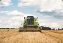 Imagem ilustrativa mostrando caminhão de colheita